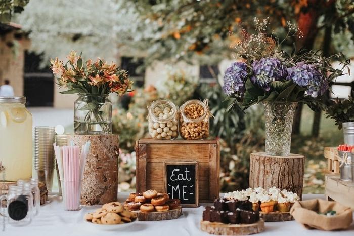 candy bar süßigkeiten ideen candybar selber machen in rustikaem stil elemente aus holz tischdeko mit blumen