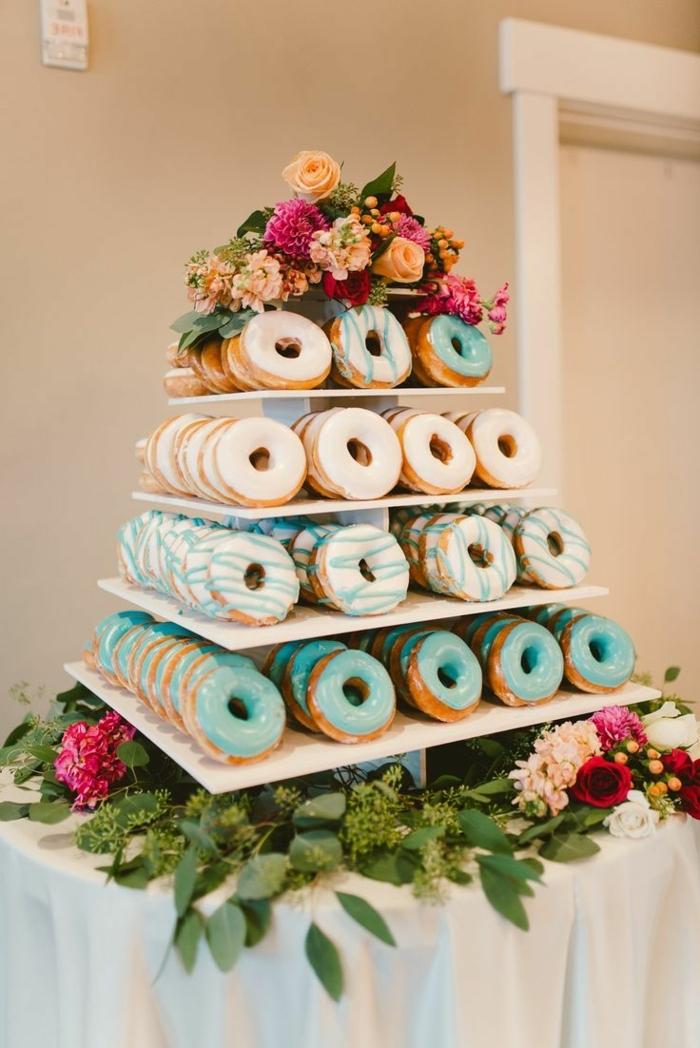 candy bar süßigkeiten ideen turm aus krapfen donut tower ideen für hochzeit hochzeitsessen