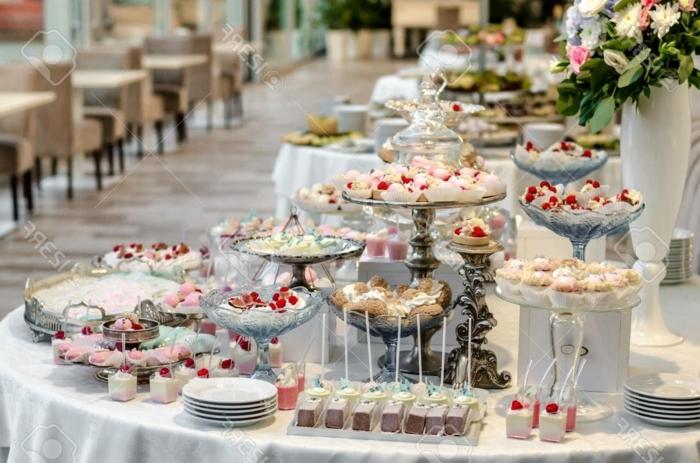 candy bar zubehör fingerfood hochzeit hochzeitsdeko tisch buffet mit süßigkeiten