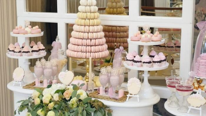 candy bar zubehör turm aus macarons schokoladenmuffins cupcakes zur hochzeit fingerfood