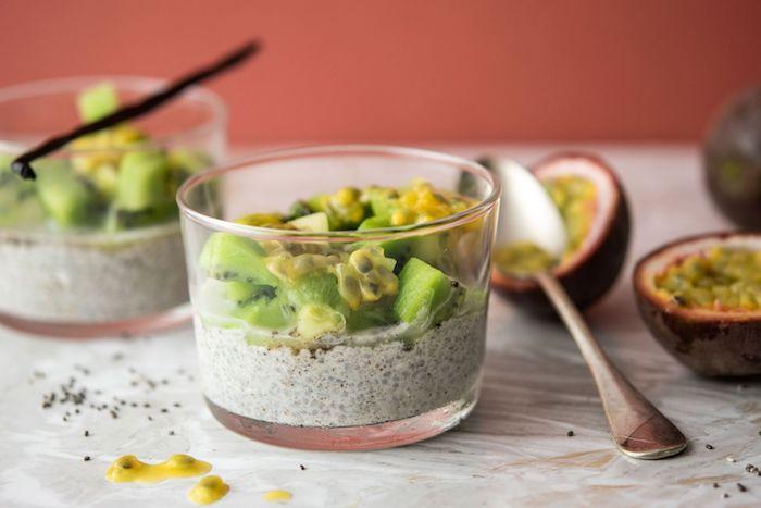 chia pudding au lait de coco kiwi et fruit de la passion 1