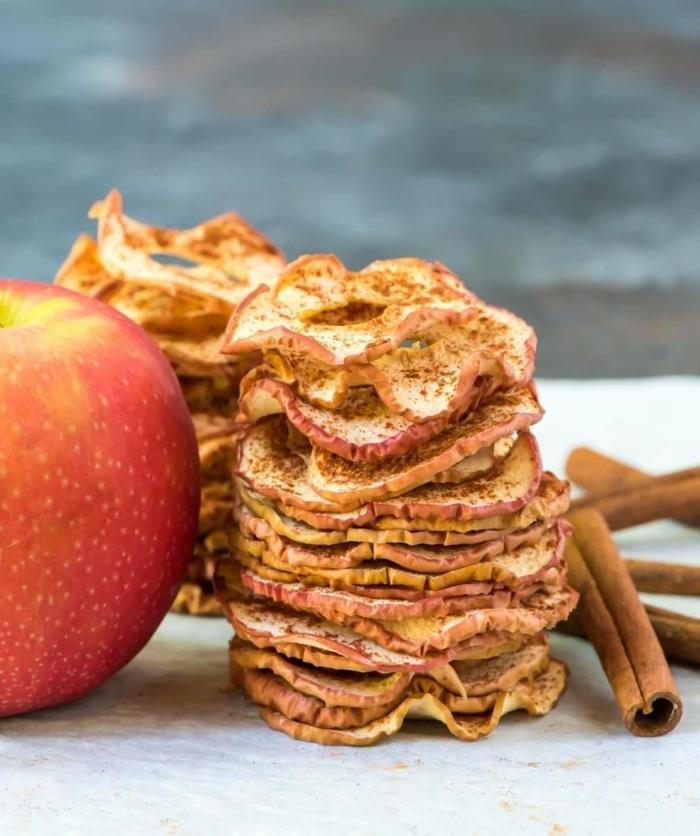 chips selber machen backofen einfaches rezept schenlles fingerfood picknickessen apfelchips