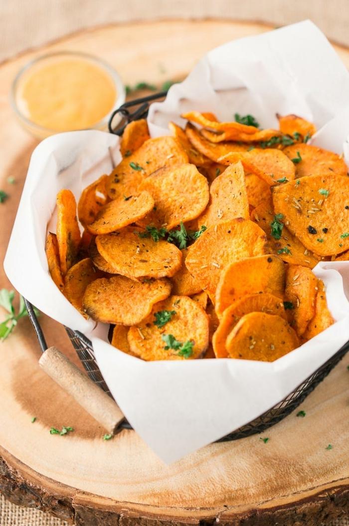 chips selber machen backofen schnelle backrezepte partyessen einfach kartoffelchips mit kräutern und salz