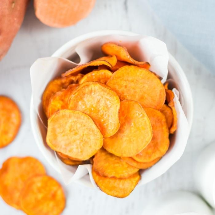 chips selbst machen aus kartoffeln klassisches rezepte zubereitungsweise party essen kartoffelchips im ofen