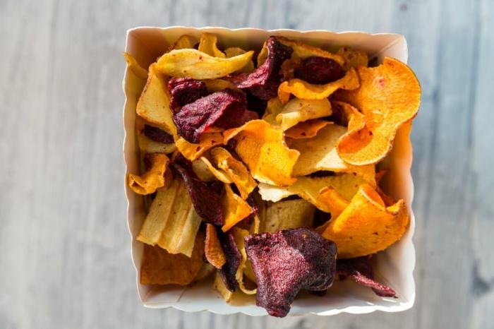 chips selbst machen ofen selsvtgemachte gemüsechips aus kartoffeln und rote beete
