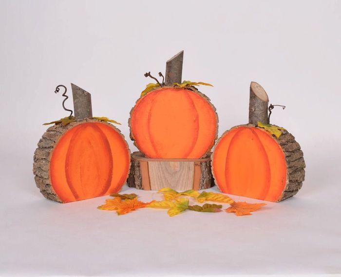 deko mit holzscheiben ideen für halloween kürbis holzscheiben