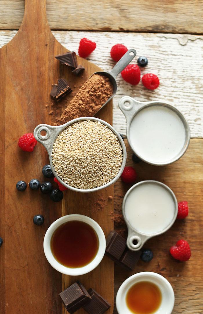 detox kur 7 tage frühstück quinoa schokolade bowl antioxidants tee himbeeren