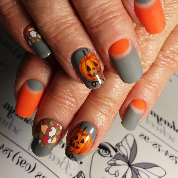 die trends nei nagellack farben für den sommer eine hand mit nägeln mit kleinen halloween kürbisen