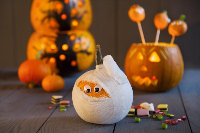 diy deko selber machen halloween mit kind kürbis orangen