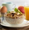 einfache vegetarische gerichte zum frühstück granola mit bananen kiwi orangensaft ei