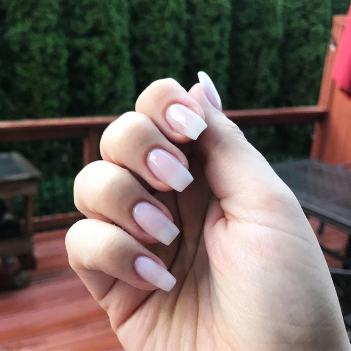 elegante maniküre french fade design lange fingernägel gelnägel rosa baby boomer trend inspo