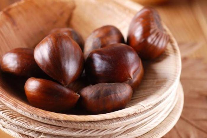 esskastanien kaufen und kochen rezepte ideen für maronen zubereittung beutel mit kastanien