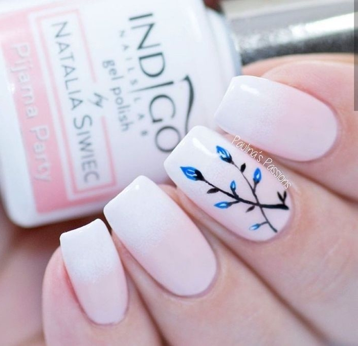 french fade nägel weiß rosa nagellack blau schwarze gemalte blume gelnägel babyboomer inspiration