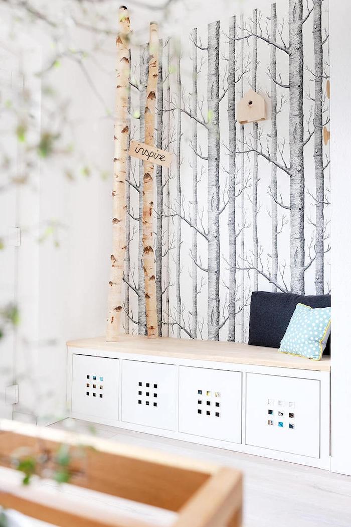 garderobe birkenstamm inspiration interior design inneneinrichtung inspo schlafzimmer natürliche deko in der wohnung tapete mit birken