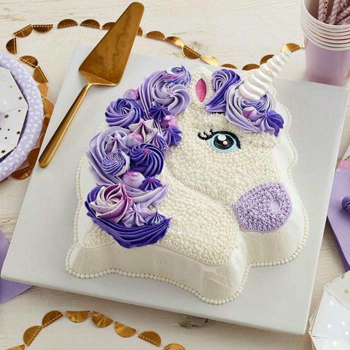 geburtstagstorte für 1 jähriges mädchen torte einhorn mähne aus lila buttergreme torten dekorieren pferd