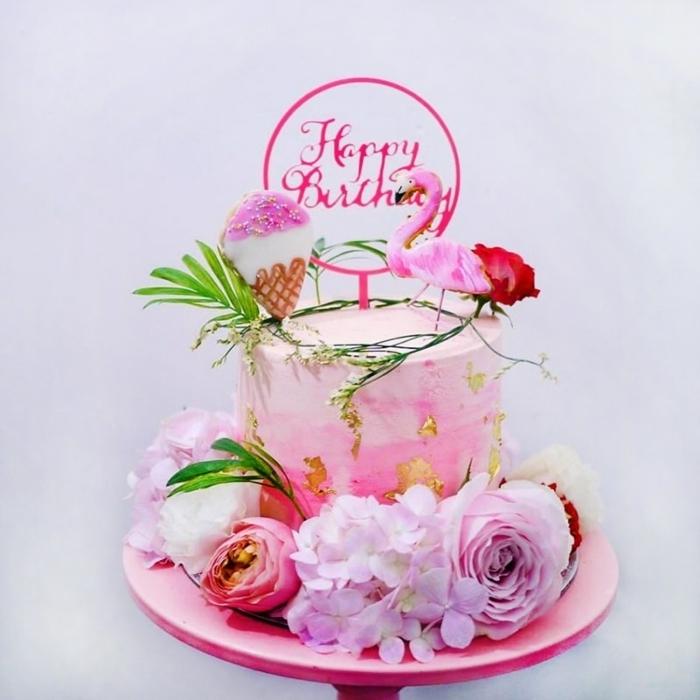 geburtstagstorte für mädchen 14 jährige mädchen torten ideen flamingo kuchen große blumen tortendeko mit blüten