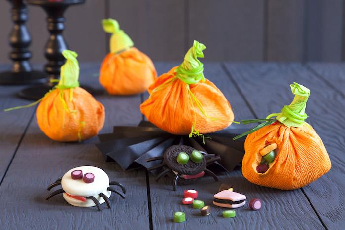 gespenster diy deko halloween mit kindern basteln papier süßigkeiten