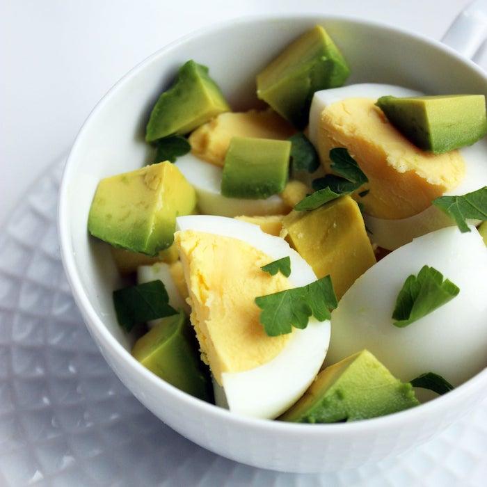 gesunde rezepte zum abnehmen gekochtes ei mit avocado und petersilie was koche ich heute abend schnell und einfach leckerese essen kochen