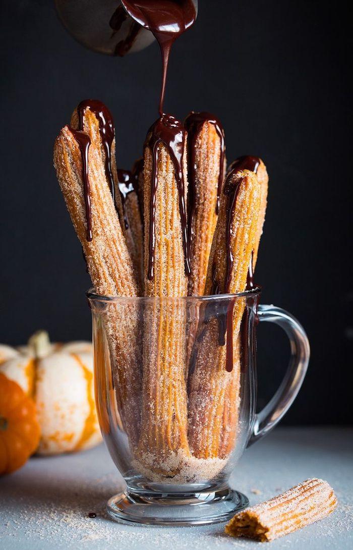 glas mit churros con chocloate kuchen rezepte einfach und schnell mit wenig zutaten kürbisse und zucker