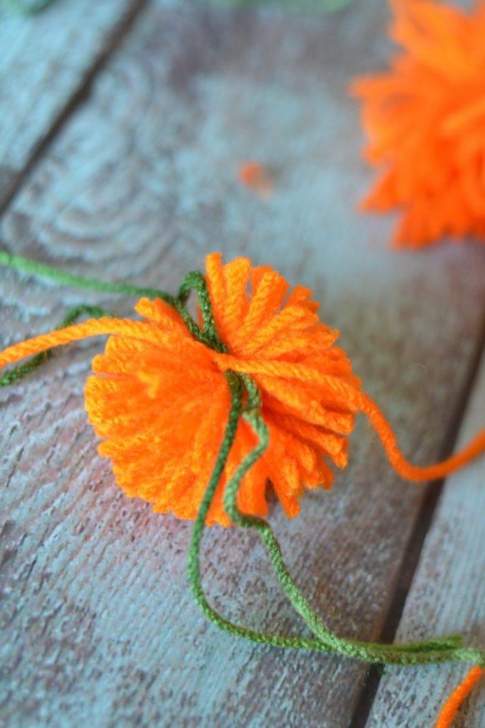 halloween deko basteln kürbis garn stricken diy leicht deko herbst