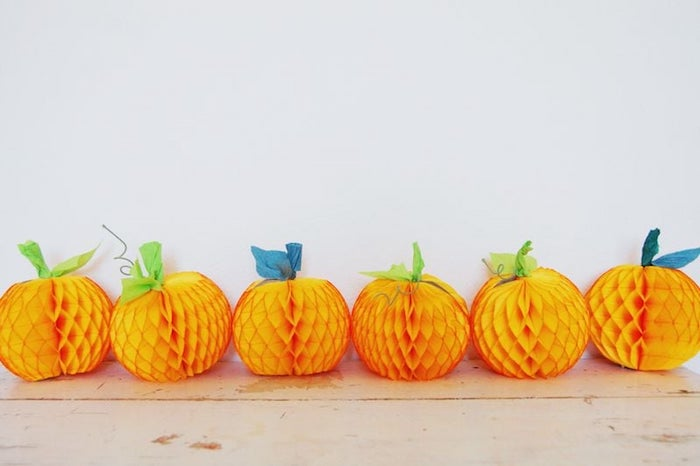 halloween deko basteln pappen kürbis selber machen