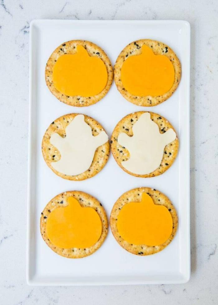 halloween essen kinder einfache zubereitung crackers mit käse hebrst rezepte partysnacks