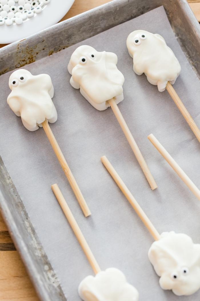 halloween essen kinder geiste aus marshmallows selber machen rezept anlitung schritt für schritt