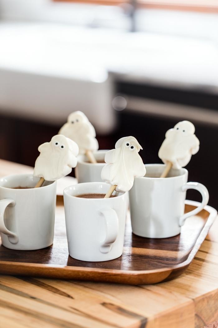 halloween essen kinder heiße schokolade schokoladengetränke mit marshmallow geisten