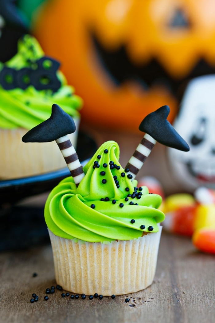 halloween snacks kinder cupcakes hexen grüne buttercreme füße aus schokolade kinderpraty essen