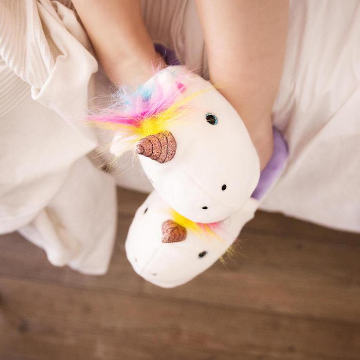 idee für geschenk für die beste freundin geschenke für knder ein schlafzimmer und zwei einhornschuhe