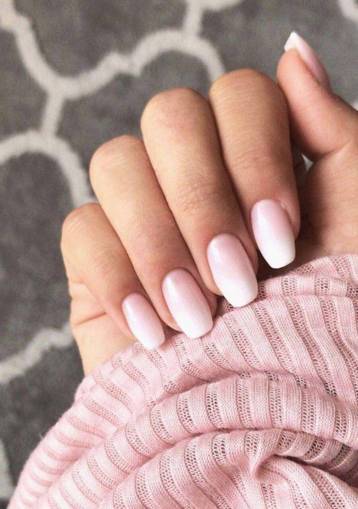 ideen und inspiration nageldesign 2020 babyboomer nägel pinker weißer nagellack gelnägel weiß rosa bluse