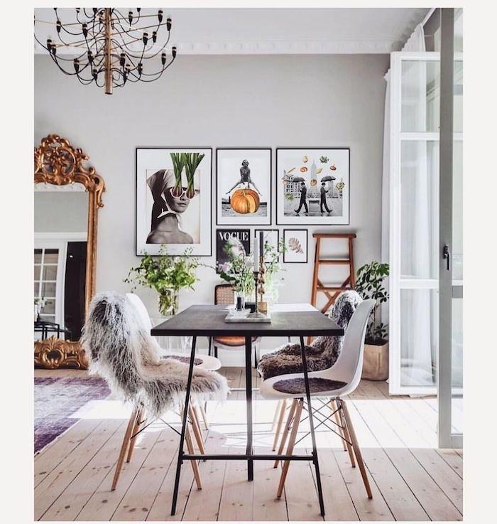 inspiration skandinavische einrichtung esszimmer bilderwand dekorieren schwarzer kronleuchter vier weiße stühle mit holzbeinen schwarzer esstisch moderne minimalistische einrichtung