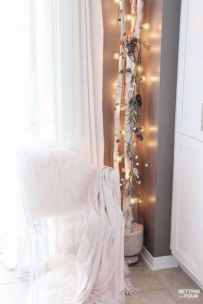 interior design ideen schlafzimmer dekorieren deko birkenstamm vase gefüllt mit weißen bohne großer birkenbaum dekoration ideen und inspiration weiße gardinen
