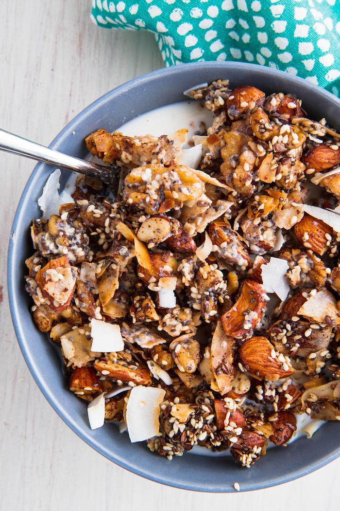 keto diät haferflocken frühstück mit mandeln nüssen milch nahrhaftes frühstück rezepte mit wenig kalorie die satt machen gesund abnehmen