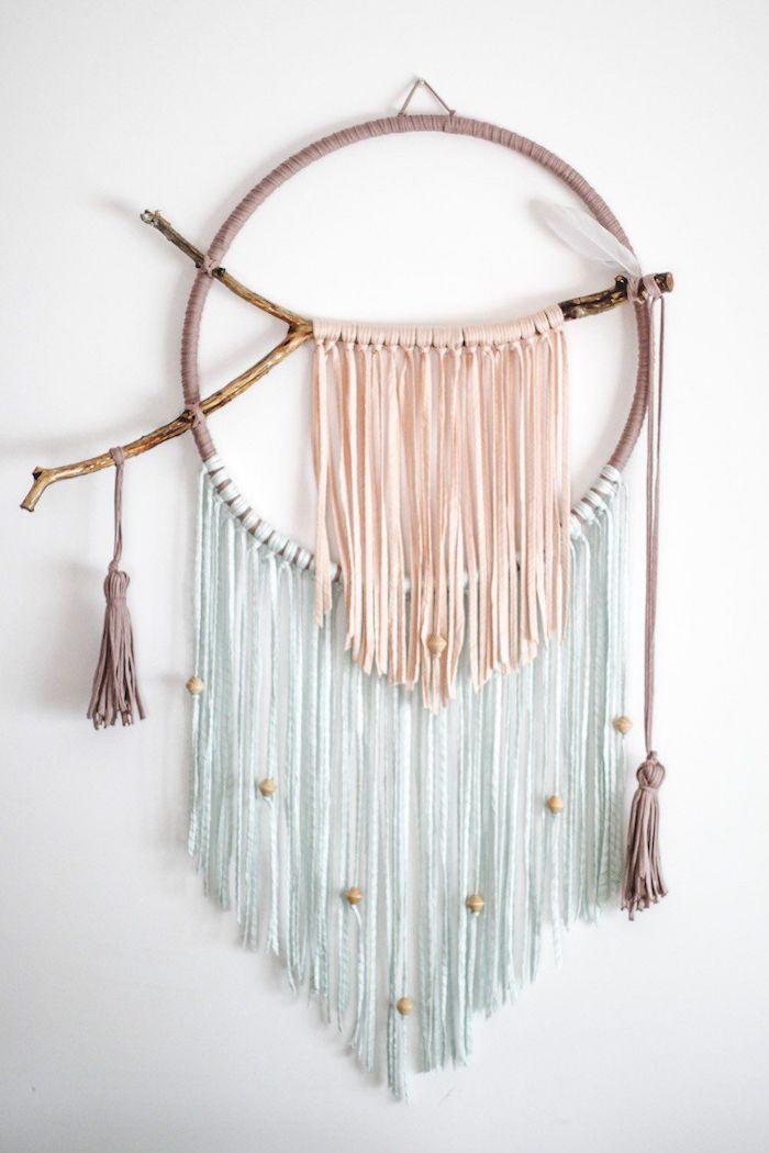 kinderzimmer einrichten ideen dekoration makramee traumfänger anleitung holzerner ring garn in rosa und blassblau