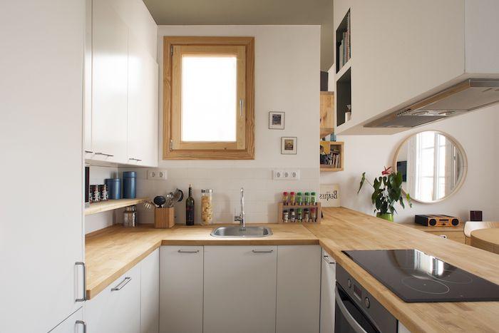 kleine küche u form mit fenster schränke in weiß holz arbeitsplatte