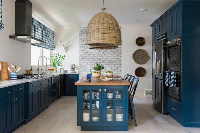 küche modern inspiration küchenzeile gestaltung kücheninsel mit schränke esstisch blau weiß