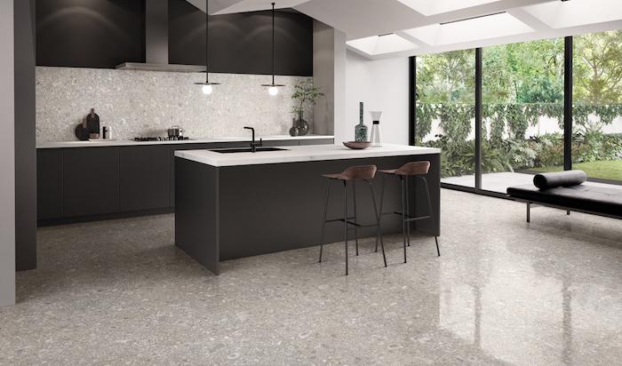 küchen inspiration 2021 küche anthrazit möbel in dunklen farben cremig weiße wände