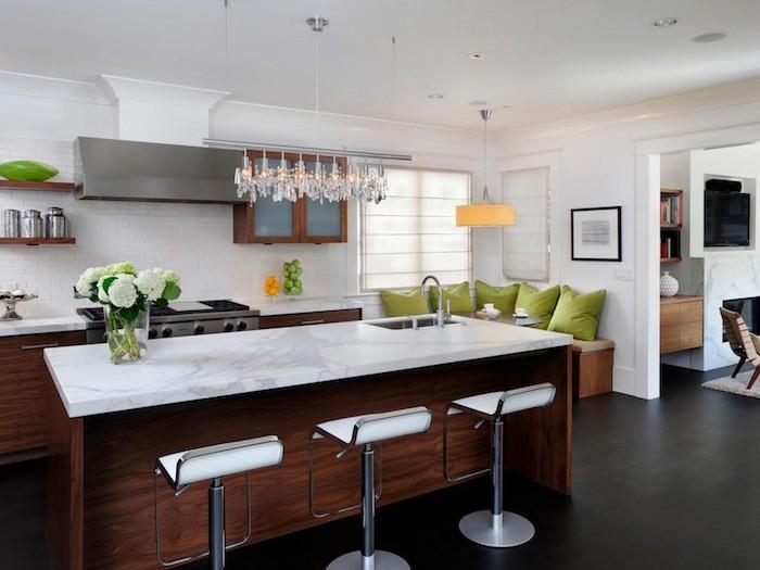 küchen inspiration weiße wände marmor arbeitsplatte küchenlösungen für kleine küchen