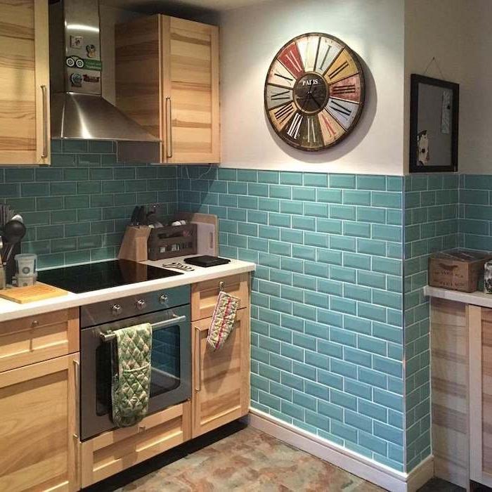 küchenlösung kleine küche einbaugeräte holz blau naturholz