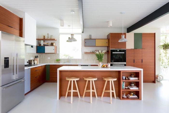 küchenlösungen für kleine küchen l form küche mit fenster insel esstisch edelstahl