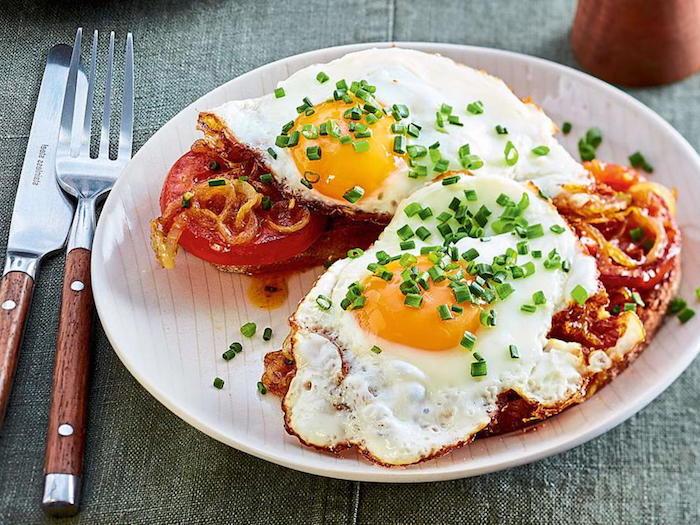 leber entgiften in 3 tagen frühstücken toast mit schpiegeleiern gerösteten tomaten