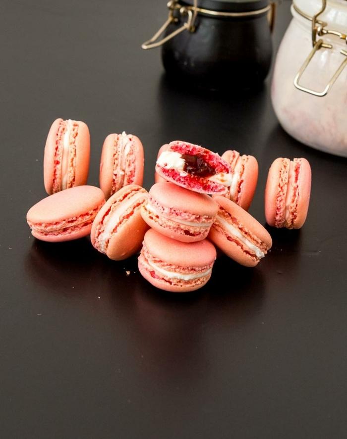 strawberry french macarons, strawberry macarons