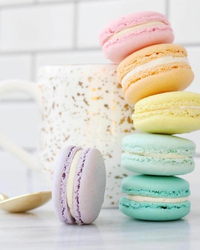 macarons selber backen kleine gebäcke in der farben des regenbogens partyessen party food