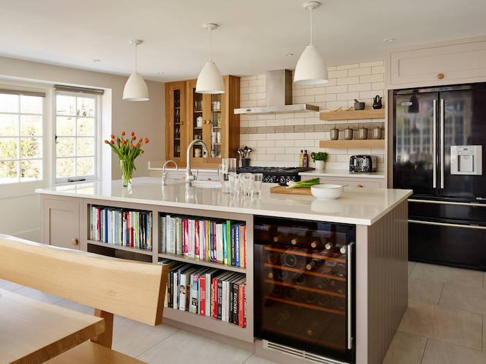 moderne küche inspiration ikea kücheninsel mit regalen weiß und holz marmor