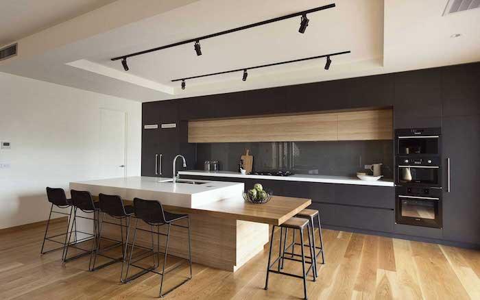 moderne küche schwarz anthrazit weiß keramik und holz einbaugeräte