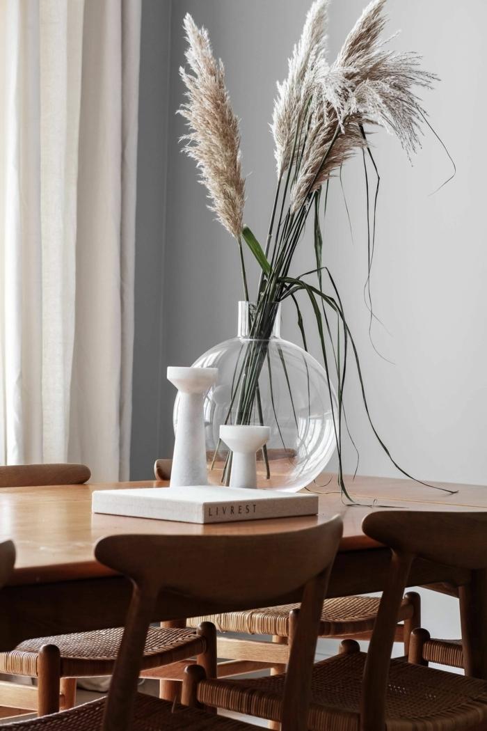 pampasgras getrocknet natur runde glasvase esstisch dekorieren tischdeko beispiele trockngras