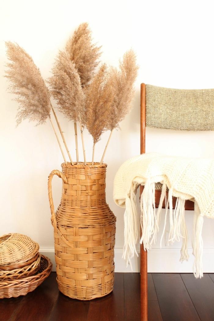 pampasgras getrocknet natur trockenblumenstrauß als zimmerdeko deko ideen fürs zimmer geflocktene vase