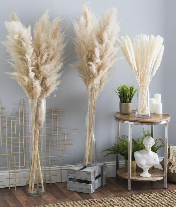 pampasgras pflege vasen mit trockngras trockblumen trocknete blumen deko deko ideen zimmer dekorieren trockenblumenstrauß