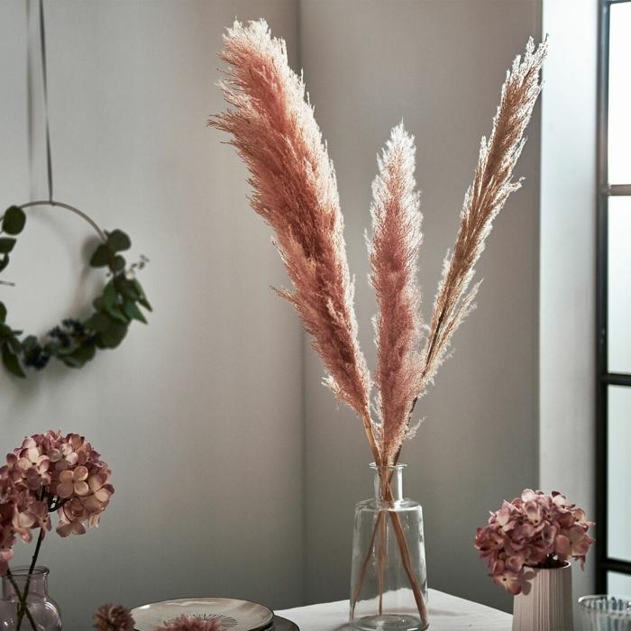 pampasgras rosa deko tischdeko ideen wohnung dekorieren wohnungsdeko mit getrockneten blumen rosa gras trocknete blumen deko
